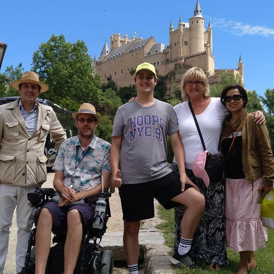 people from an Accessible Tour to Measure in Segovia